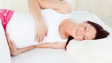 Photo of هل نوم الحامل على ظهرها يؤذي الجنين؟