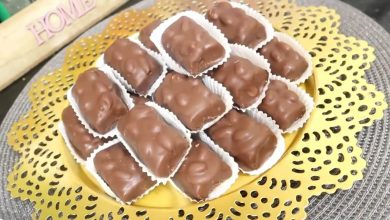 Photo of مطبخ ام وليد حلوة سنيكرز بدون طهي محشوة و مغلفة بالشوكولا ذوقها رائع